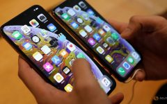 A customer compares the size of the new iPhone XS and iPhone XS Max at the Apple Store in Singapore September 21, 2018.