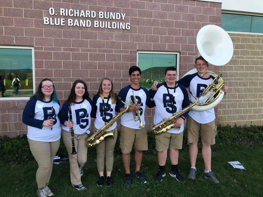 WB+Band+members+outside+of+the+O.+Richard+Bundy+Blue+Band+Building.+Left+to+Right+Skylar+Moskol%2C+Mercedes+Nearhood%2C+Megan+Yingling%2C+Joshua+Guerra%2C+Elijah+Williams%2C+Dalton+Kristofits.