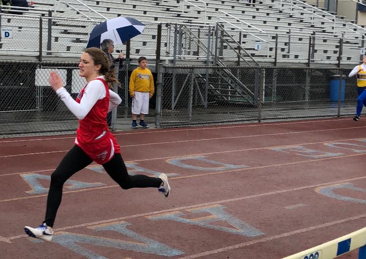 Miranda Warner sprinting the last meters of her race.