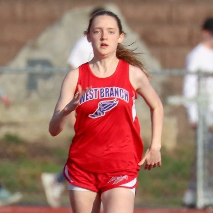 Lauren+running+the+200+meter+dash.