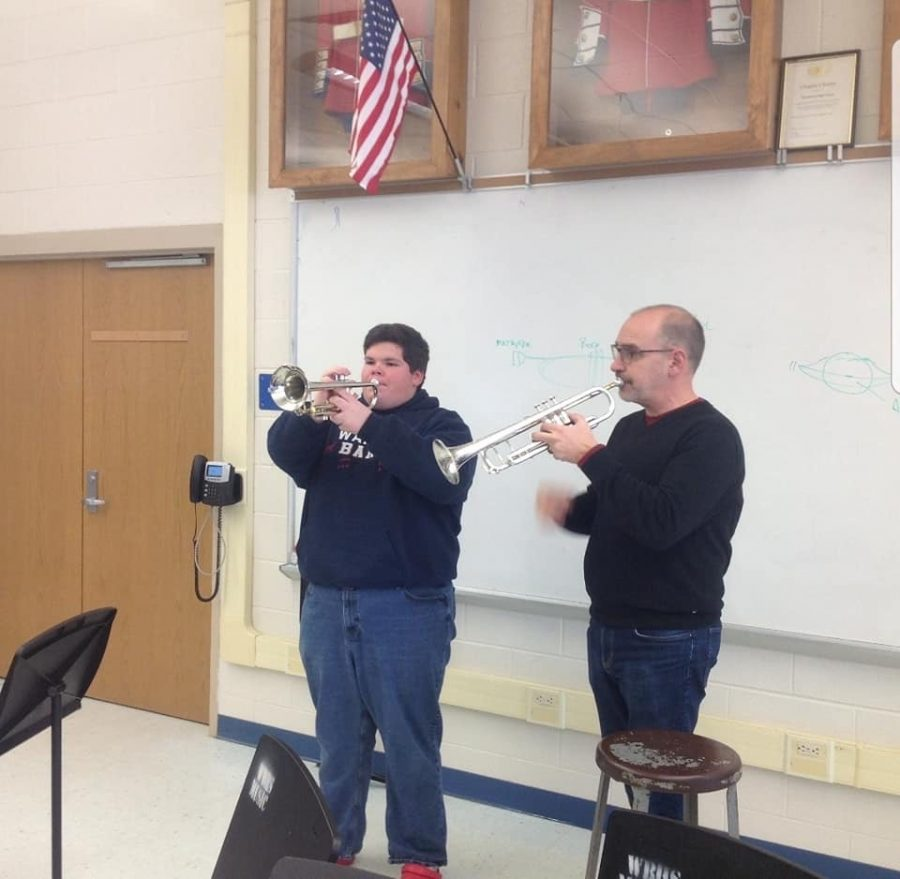 Dr.+Stowman+and+Noah+Fry+during+the+Trumpet+sectional.
