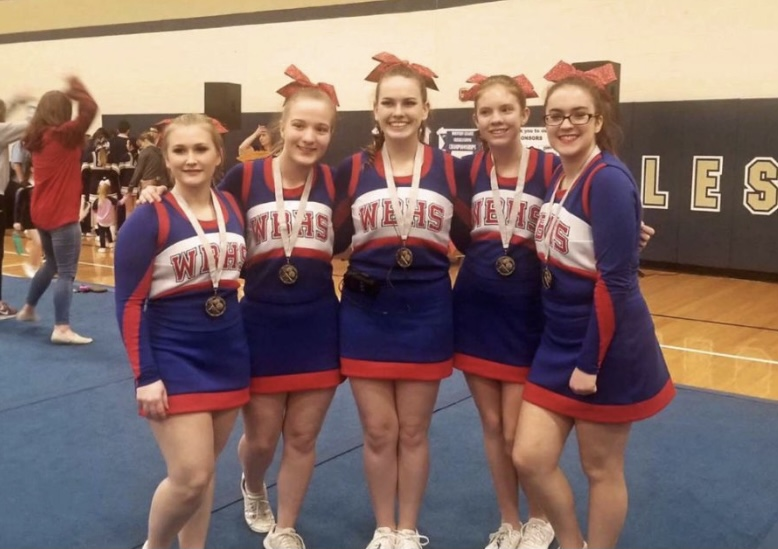 Rachael Kyler posing for the camera with her cheer squad.
