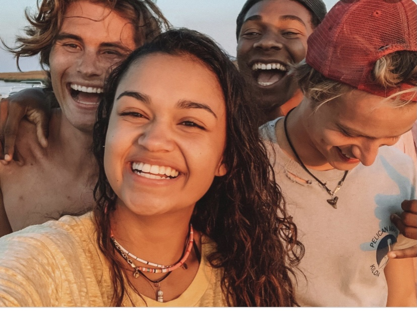 The+Outer+Banks+cast+smiles+for+a+photo.