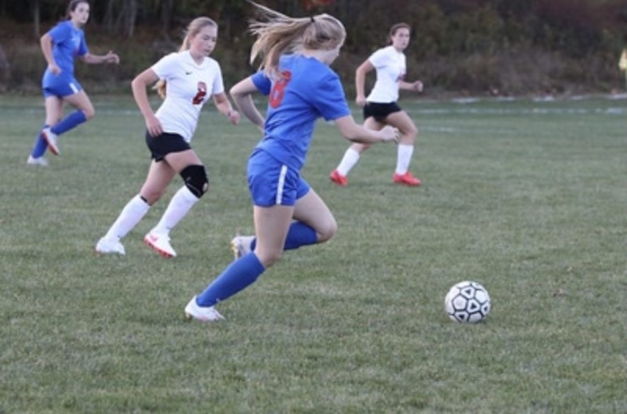 Emily Parks dribbles the ball down the field.